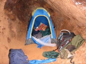 Camping dans la grotte de la mine
