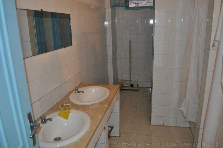 WC douches auberge kelibia