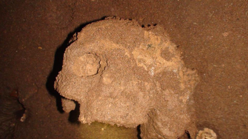 squelette tunisie grotte eglantine